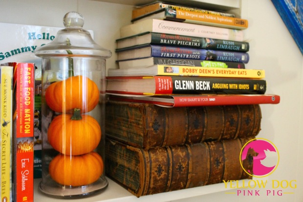 Placing pumpkins in jars - easy and instantly looks sophisticated